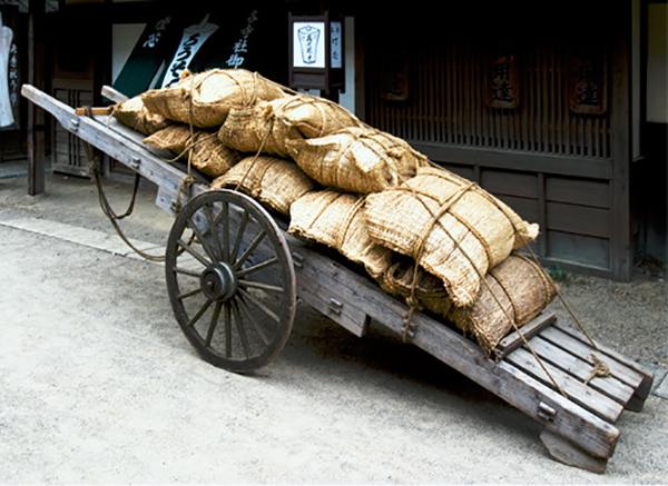 米俵を積んだ大八車